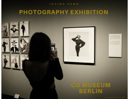 Besucherin im CO Museum in Berlin